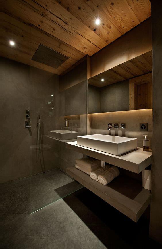 Salle de bain luxueuse équipée d'une douche italienne et d'une large vasque